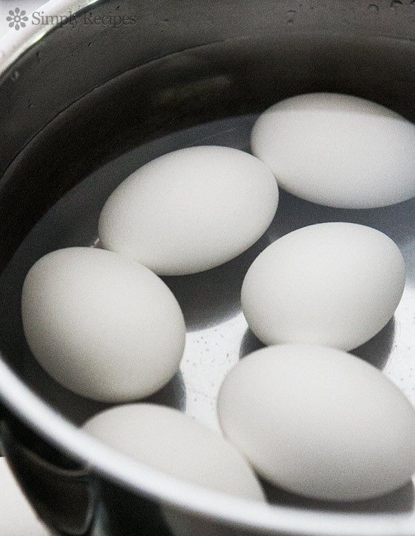 How to Make Perfect Hard Boiled Eggs! Tips for how to boil eggs so they come out perfectly every time. Perfect for #Easter or summer potlucks! On SimplyRecipes.com