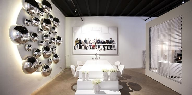 Jan des Bouvrie > Monique des Bouvrie > Interior Design | Showroom in Het Arsenaal | functional white. Design by Studio Des Bouvrie | #white #interior #table #art #showroom