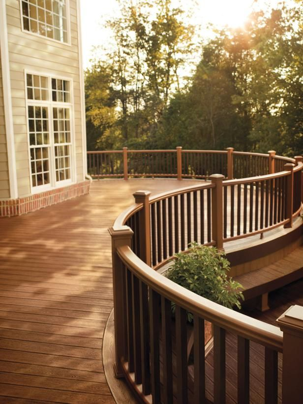 Ahead of the CurveThe layout of this deck incorporates movements and flow, which is ideal for entertaining large groups. Photo courtesy of Trex