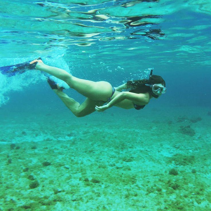 Paolla Oliveira mostra corpão em foto de mergulho de biquíni