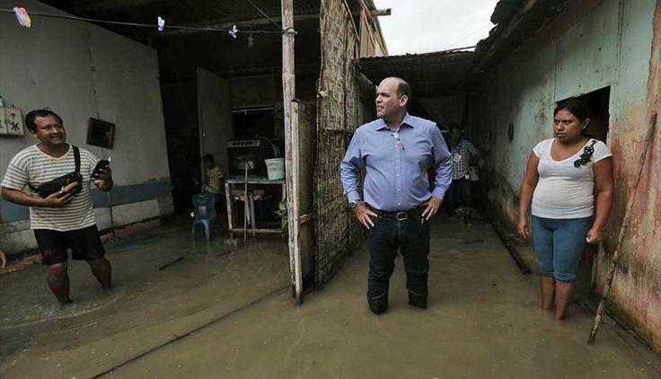 [15/03/17] Lluvias en Perú: el jefe del Gabinete Ministerial, Fernando Zavala, recorre las zonas de emergencia ocasionadas por las lluvias en Piura. (Foto: Presidencia Perú)