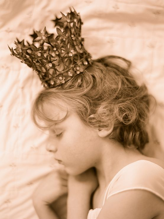 The future belongs to those who sleep! If the little Princess wants to be Quenn one day, she must first sleep...