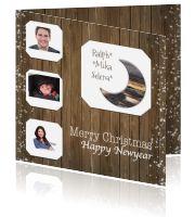 Kerstkaart met foto op houten achtergrond