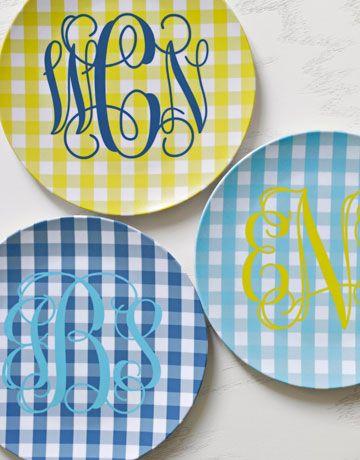 monograms and gingham: Melamine Plates, Company Picnics, Southern Charms, Summer Picnics, Gingham Plates, Home Decor, Monograms Everything, Yes Plea, Monograms Plates