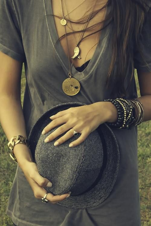Loving all these accessoriesStacked Bracelets, Fashion, Casual Style, Outfit, Layered Necklaces, Gold Necklaces, Accessories, T Shirts, Long Necklaces