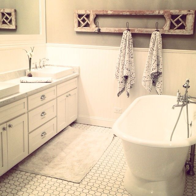 Love the color scheme of this bathroom...then it's easy to throw in a colorful rug, towels, and decor to add a little color