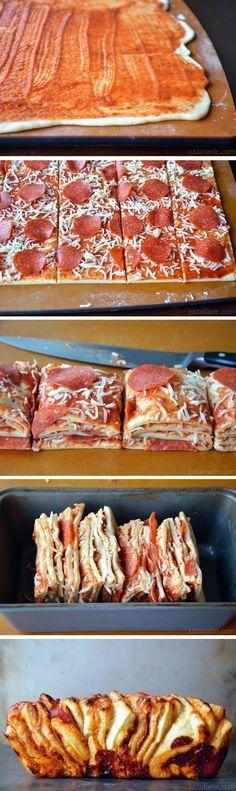 Pepperoni Pizza Pull-Apart Bread from justataste.com #recipe #pizza