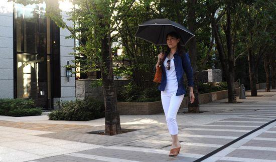 シャツの着こなし・コーディネート│ozie レディース麻シャツ まだまだ活躍間違いなし!エレガントなネイビー麻(リネン)シャツ!!  #ladies shirts  #white shirts #ladies fashion #ladies linen shirts