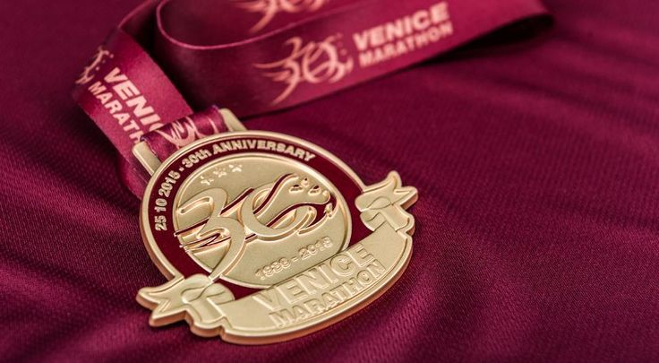 VENICEMARATHON Design of a new global image, starting from the basic elements of communication as lettering and logos, through the advertising and merchandise for the main sporting events organized by IdeaVenezia, including Venice Marathon, Moonlight Half Marathon and Venice Running Day.