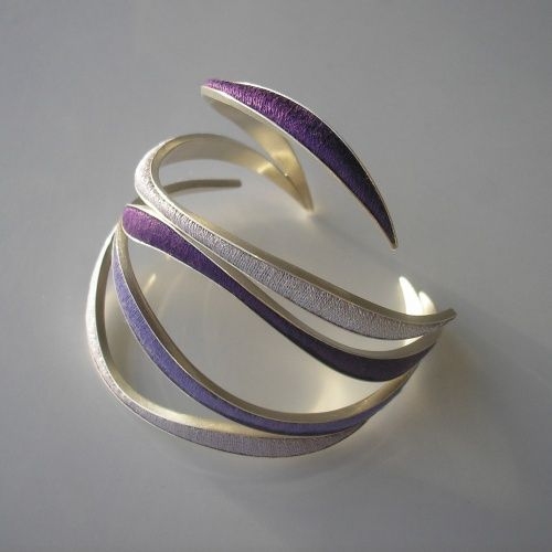 Bracelet | Jolanta Bromke. Sterling silver, with embroidery fill