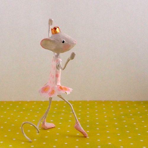 Petite souris Elsa danseuse étoile papier mâché par FraNbulle