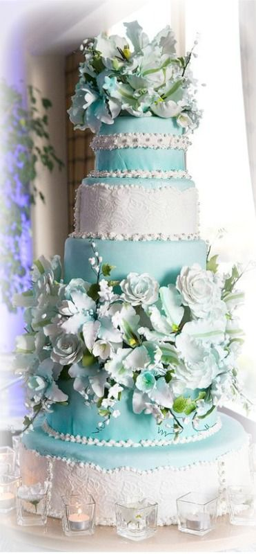 Sugar flowers on a cake ~ Debbie Orcutt ❤