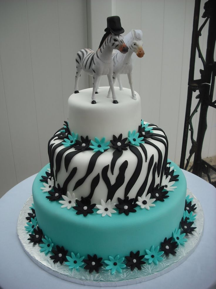 Neat cake. Could do something similar with our colors and sasquatch toppers w/o the flowers thoug