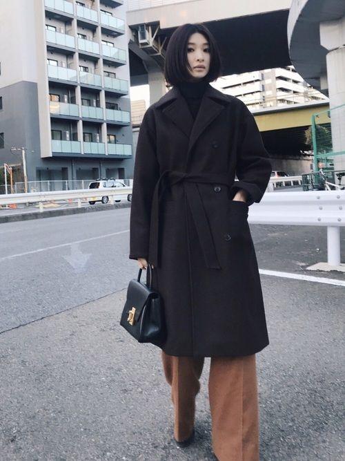 このルーズオーバーウールコートは、 あえてメンズのコートに多く使用される 肉厚のメルトンウールを選定
