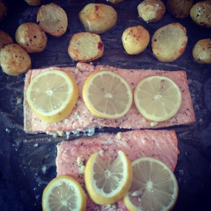 #easy and #tasty #einfach und #lecker #instafood #instagood #food #bakedpotato #salmon (at Munich, Germany)