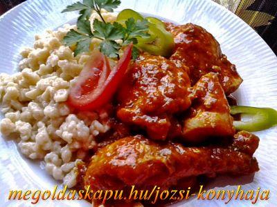 Csirkepaprikás gombával http://megoldaskapu.hu/csirke-receptek/csirkepaprikas-gombaval • 1 db konyhakész egész csirke • 1 db paprika • 1 db paradicsom • 2 fej vöröshagyma • 25 dkg gomba • 10 dkg füstölt szalonna • 2-3 gerezd fokhagyma • 1 kk őrölt kömény • só • 1 kk ételízesítő • 2 csapott ek p...