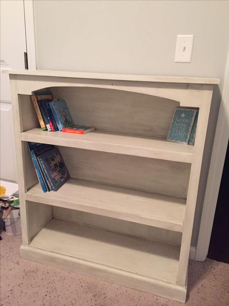 DIY antiqued bookshelf using Kreg Jig, Valspar Chalky Finish Paint, and Valspar Antique Glaze