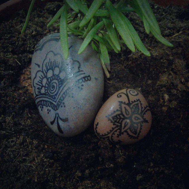 #handpainted #pebble #rockon #hennainspire #hennatattoo #tattoo #graphics #inkart #express #rosemary #plant #soil #pot #green #high #mylife #instincts #boho #hipster