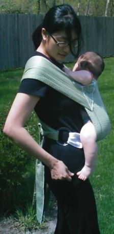 Tutorial to sew your own Onbuhimo (a Japanese style baby carrier... much like a Mei Tai but with adjustment rings) using a table runner and a placemat.