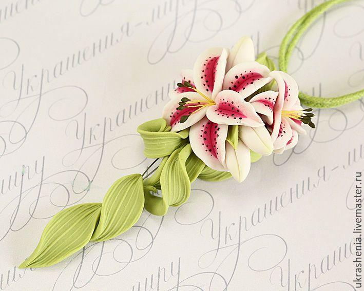 Купить Два кулона с бело-розовыми тигровыми лилиями. Для бальных танцев юниор