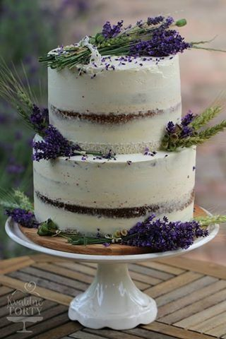 naked cake with lavenders :