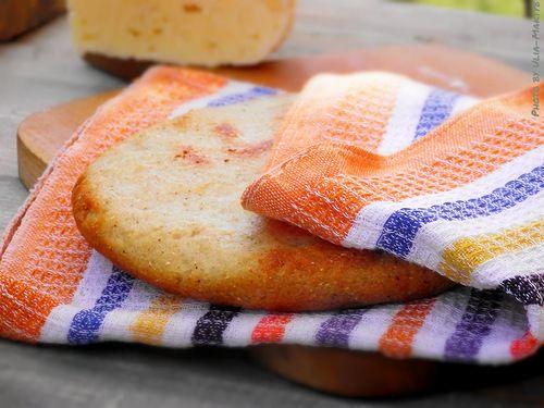 Грузинская кухня: лепёшки из кукурузной муки с сыром рассольным, Простой рецепт (вкус чисто грузинский)