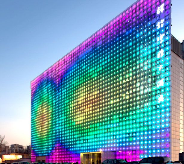Glass Building Light : Dazzling and interactive media facades