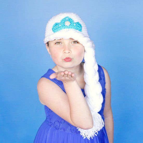 If your little girl loves Frozen as much as mine, this Princess Elsa inspired hat would make a perfect gift! Free pattern available.