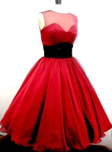 Cocktail dress 50s style eye makeup