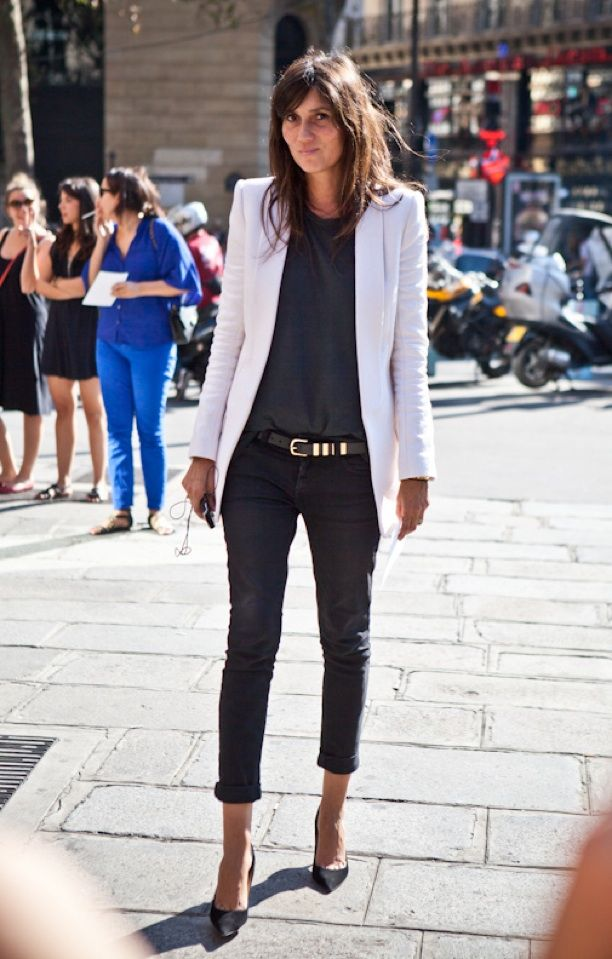 A LOVE IS BLIND EMMANUELLE ALT VOGUE PARIS CRISP CLEAN WHITE BLAZER JACKET METAL STUDDED BELT ROLLED UP SKINNY DARK BLACK DENIM STREET STYLE FASHION WEEK PARIS