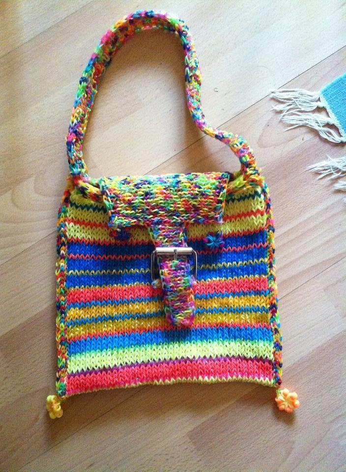 Végre készen lett a táska is, nemsokára tavasz és akkor hordani is fogom. Majdnem egy hónapig csináltam.