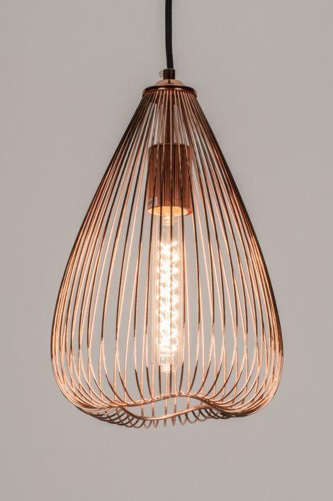 Home interior lights / ONLINE SHOP : click on this LINK ( www.rietveldlicht.nl ) Verzendkosten gratis . Geschikt voor LED Kleine versie van deze draadlamp in roodkoper, met een golvende onderkant. Hangt met een zwart strijkijzersnoer aan de roodkoperen plafondkap. Deze lamp komt het beste tot zijn recht in combinatie met een sierlamp. Leverbaar in drie maten . Voor tafel / keuken / woonkamer / slaapkamer .