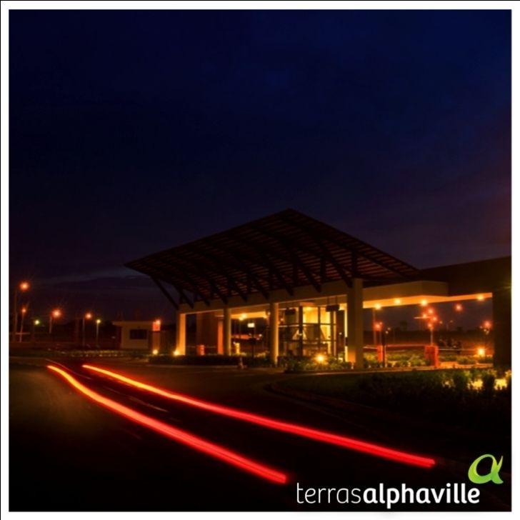 Terras Alphaville proporciona segurança aos seus moradores, funcionários e visitantes. O ambiente tranquilo e agradável, permite que as famílias circulem despreocupadas a qualquer momento do dia.