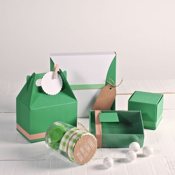 Today our boxes wear green!! ★ Happy Saint Patrick's Day ★ Visit us! http://selfpackaging.com/ // #saintpatricksday #happysaintpatricksday #saintpatricksinspiration #diysaintpatricks #green #greeninspiration