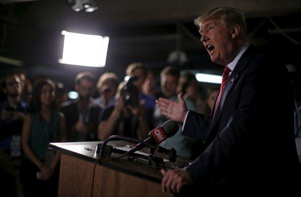 «Любезности по-американски» - кандидаты в президенты США публично обзывают друг друга.              Кандидаты в американские президенты продолжают поливать друг друга грязью, не