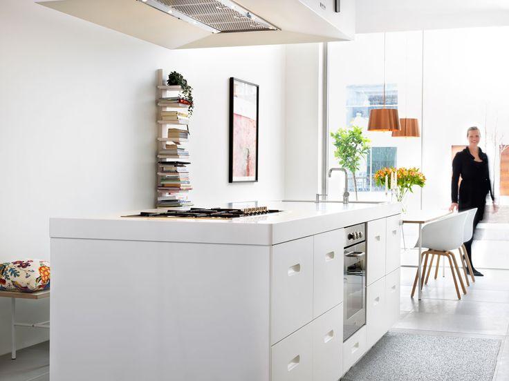 Söker du en ny köksö? Köksserien K2 från Ballingslöv finns i Corian och vitt. Perfekt för din köksö. Hitta din köksinspiration hos Ballingslöv!