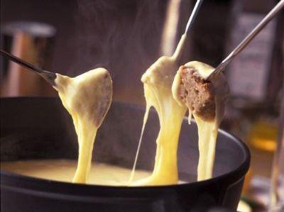 Fondue de queijo delícia | Pães e salgados > Fondue de queijo | Receitas Gshow