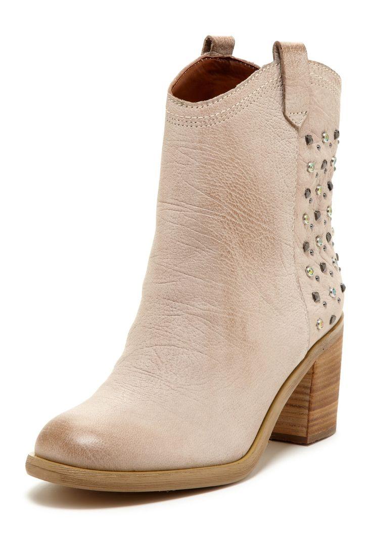 Boutique 9 Conspire Boots//