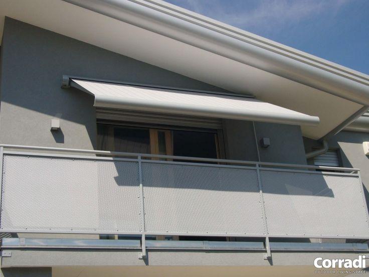 CORRADI 'KEV' Pure stijl, geen zichtbare schroeven , geen plastic gebruikt op de zijsteunen . Functionaliteit op zijn best dankzij de volledige sluiting van de beschermkap, Kev harmonieert met elke moderne of klassieke architectuur .