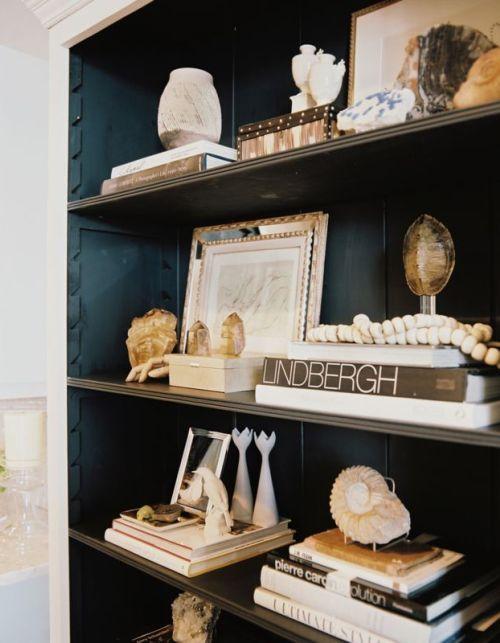 Great tips on decorating bookshelves!