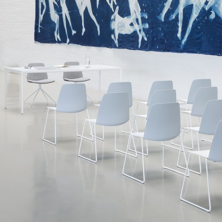 UNNIA is a versatile and extensive collection of chairs with a unique mix and match concept of colours and finishes. The chair design allows the combination of different finishes and colours for the seats, backrests and frames. In addition, the collection offers chairs with a range of bases and frames that increase possibilities for customisation and allow a broad spectrum of use in all kinds of spaces, settings and decorative styles.