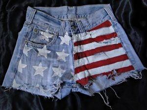 Shorts Jeans Americano. R$55,00. -Tamanhos 36 a 44 (+). -Preto e Azul.