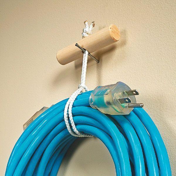 25 + › DIY: Wie man einen Schnuraufhänger herstellt – mit einem Dübel und einem Stück Seil. Dies ist ein gr …