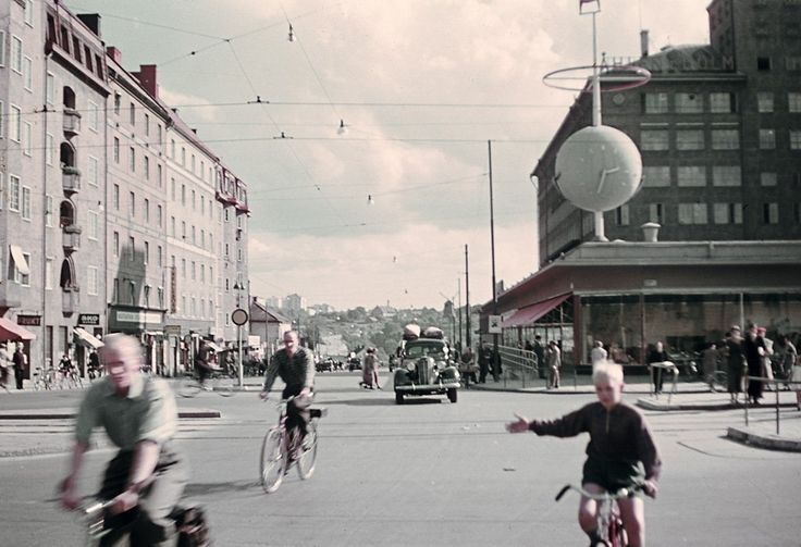 Intersection of Götgatan and Ringvägen streets at Skanstull in the southern part of Stockholm city. Date: 1943