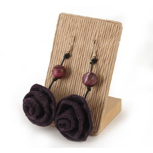 ORECCHINI ELAINE VIOLA  -  recchini con rosa pendente in lana cotta.