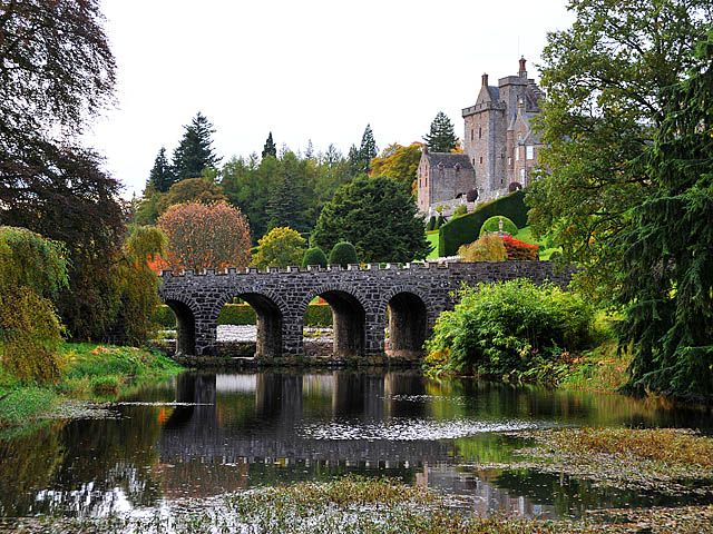 drummond castle scotland | Drummond Castle Gardens : Regular Paradise On The Earth | www ...