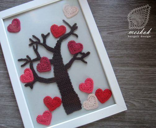 Valentine's day crochet heart decoration http://meskok.hu/termekek/horgolt/valentin-napi-szives-fa-kep/