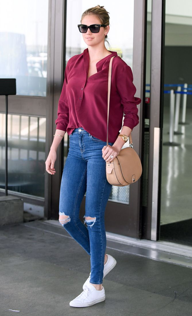 Kate Upton in an oversize top, ripped jeans and white sneakers