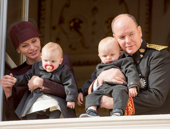 Prins Albert zet mama Charlene in de bloemetjes - Het Nieuwsblad: http://www.nieuwsblad.be/cnt/dmf20151205_02006092