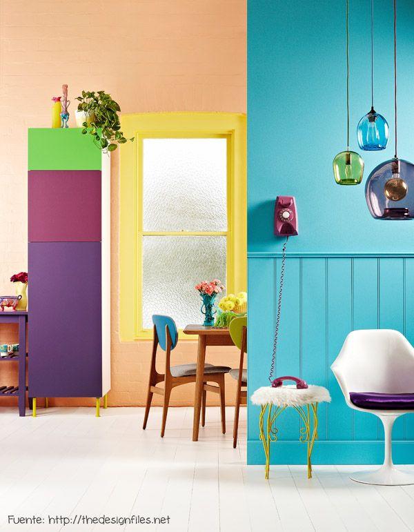 Colores alegres repetidos en diferentes objetos.
